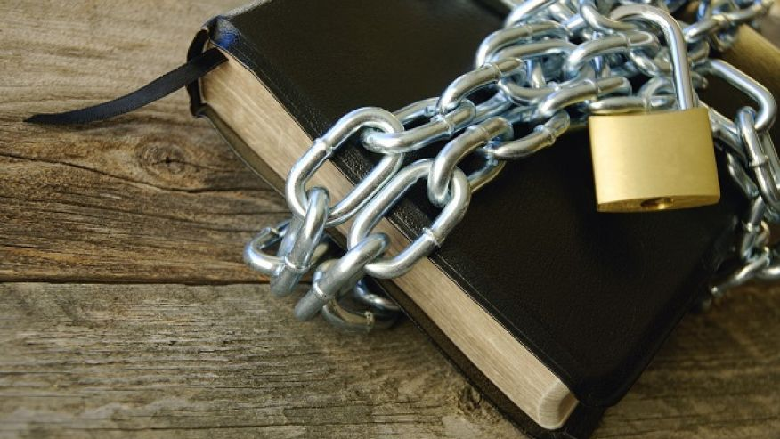 persecuted-christians-bible-in-chains
